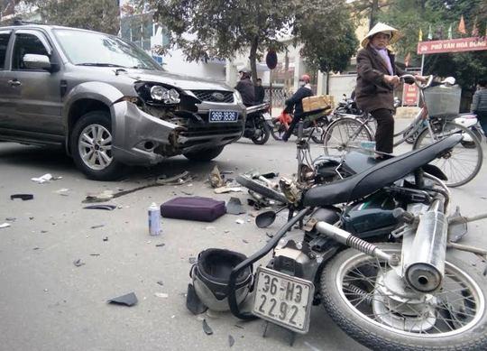 Chiếc xe máy nát bét, vỡ vụn sau tai nạn