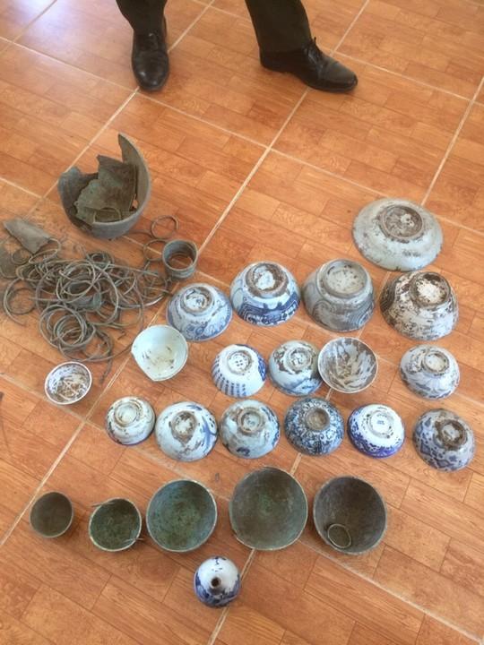 Hai đối tượng đã đào mộ để lấy trộm các vật dụng