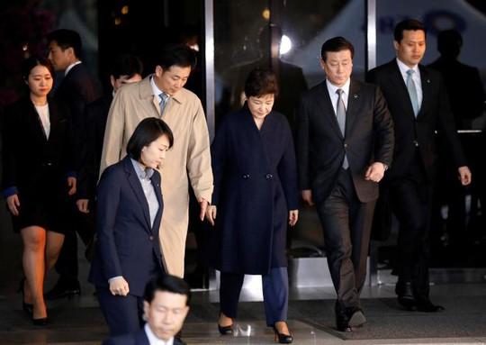 Bà Park rời khỏi văn phòng công tố hôm 22-3. Ảnh: REUTERS