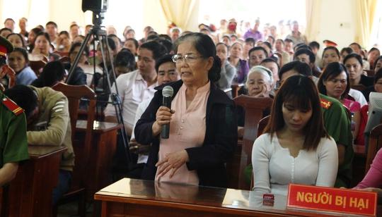 Bà Trần Thị Ngọc Hải, mẹ ruột của bị hại Đỗ Hoàng Bình- xin HĐXX tuyên phạt bị cáo nghiêm minh, đúng người đúng tội nhằm răn đe cho xã hội.