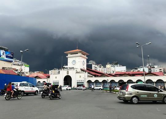 Giao thông trên nhiều tuyến đường xung quanh chợ Bến Thành được điều chỉnh để phục vụ thi công nhà ga Bến Thành