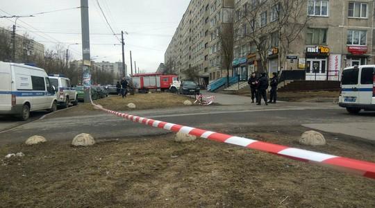 Thiết bị nổ tại một căn hộ 9 tầng trong TP St Petersburg khiến cư dân phải sơ tán. Ảnh: SPUTNIK