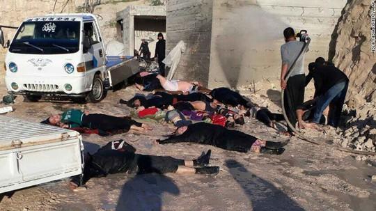 Hiện trường vụ tấn công bằng vũ khí hóa học ở tỉnh Idlib – Syria ngày 4-4. Ảnh: AP