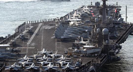 Tàu sân bay USS Carl Vinson... Ảnh: YONHAP