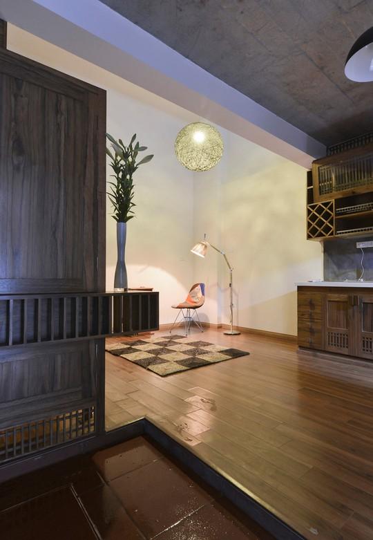 Công trình được thiết kế bởi MON Atelier Architecture, sử dụng rất nhiều vật liệu gỗ giúp tạo cảm giác ấm cúng.