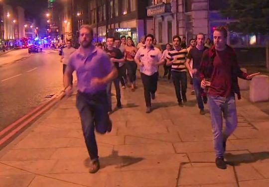 Quay lại hiện trường vụ khủng bố London để trả tiền cho bữa ăn - Ảnh 2.