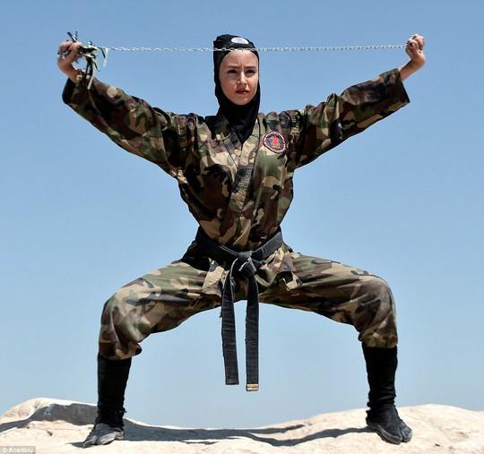 Iran: Đào tạo 4.000 nữ ninja trong sa mạc - Ảnh 10.