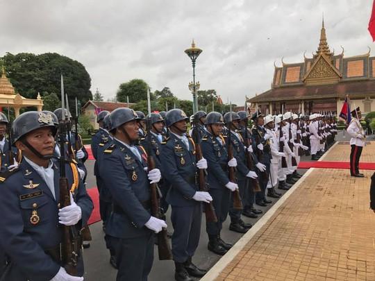 Trang trọng lễ đón Tổng Bí thư tại Hoàng cung Campuchia - Ảnh 13.