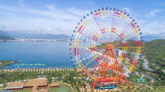 Khai trương vòng quay kỷ lục Sky Wheel cao 120m - Ảnh 2.