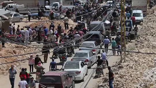 Bị Mỹ ném bom, đoàn xe IS mắc kẹt ở sa mạc Syria - Ảnh 1.