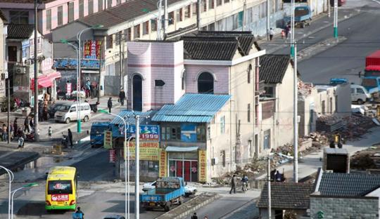 """Trung Quốc: """"Ngôi nhà cứng đầu khét tiếng"""" sắp bị phá hủy - Ảnh 2."""