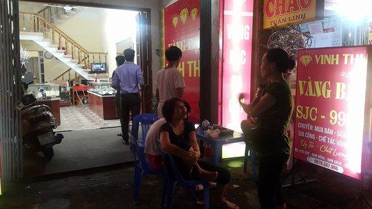 Cảnh sát bắn thị uy, tử tù Lê Văn Thọ co quắp, chịu trận - Ảnh 2.