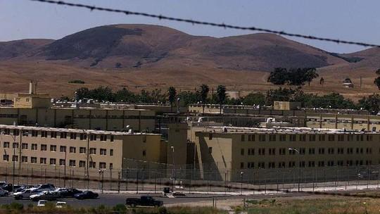 Hơn 100 tù nhân bạo loạn ở California, 9 người thương vong - Ảnh 2.