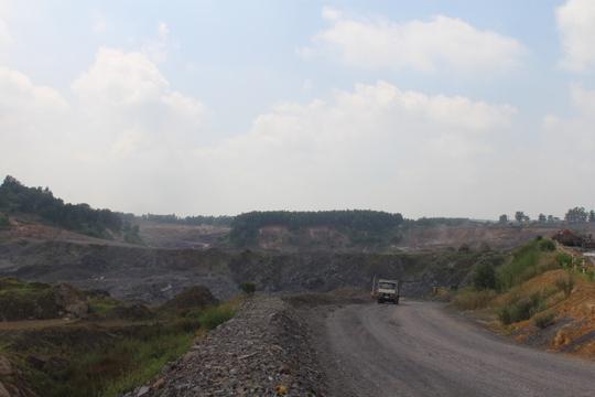 Cận cảnh khu mỏ đá và trạm BOT liên quan phó bí thư Đồng Nai - Ảnh 2.