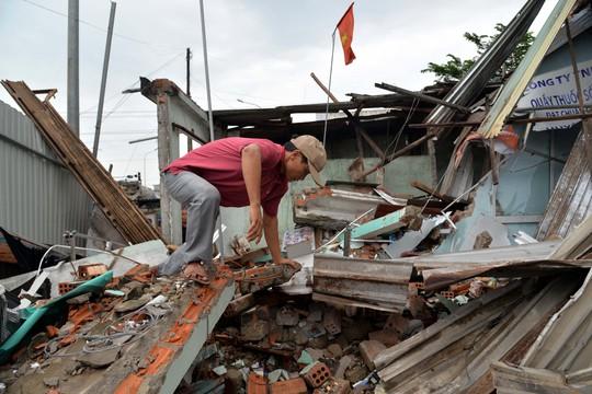 Khốn khổ sau vụ tai nạn xe tải tông sập 4 nhà dân - Ảnh 2.