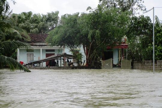 Cận cảnh Bắc Trung Bộ chìm trong mưa lũ - Ảnh 1.