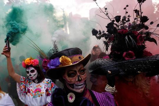 """Kinh dị """"bộ xương"""" diễu hành trong lễ hội người chết ở Mexico - Ảnh 2."""