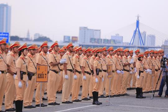 Mãn nhãn trước những bóng hồng bảo vệ an ninh APEC - Ảnh 2.