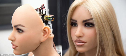 Robot tình dục biết thẹn thùng, pha trò và thấu hiểu - Ảnh 2.