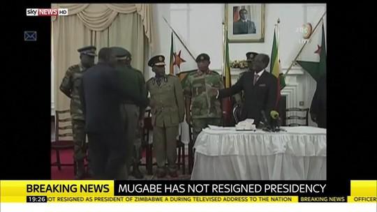 Ông Mugabe sẽ đối mặt với khả năng bị luận tội nếu không từ chức. Ảnh: SKY NEWS
