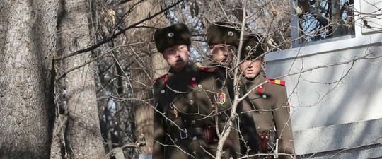 Bộ trưởng Quốc phòng Hàn Quốc đến tận biên giới, cảnh báo Triều Tiên - Ảnh 2.
