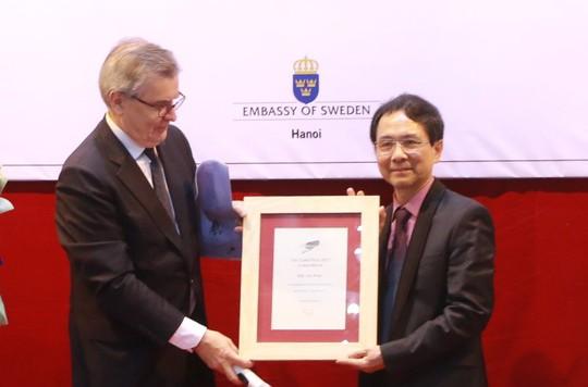 Nhà thơ Mai Văn Phấn được trao giải Cikada của Thụy Điển - Ảnh 1.