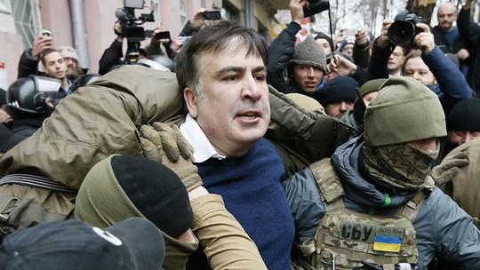 Tình báo Ukraine trèo lên mái nhà bắt cựu tổng thống Georgia - Ảnh 3.