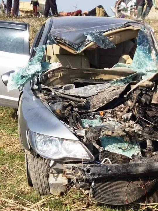 Xe tải tông nát xe 4 chỗ, 2 người thương vong - Ảnh 3.