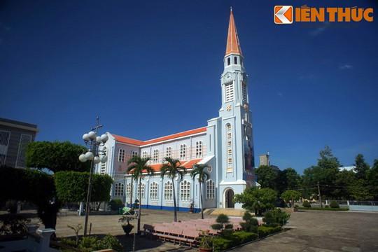 Khám phá nhà thờ Nhọn nổi tiếng ở Quy Nhơn - Ảnh 2.