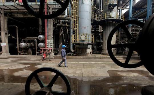 Tàu Trung Quốc bán dầu trái phép cho Triều Tiên - Ảnh 1.