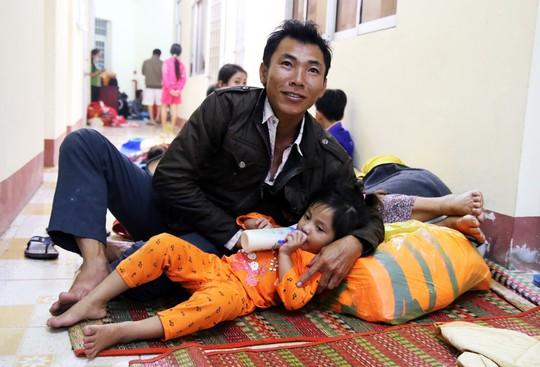 Bão Tembin: Hơn 90.000 dân di dời đến nơi an toàn - Ảnh 1.