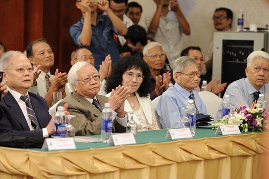 Các cá nhân xuất sắc được giải thưởng Văn hóa Phan Châu Trinh 2017 tôn vinh. Ảnh: Hòa Bình