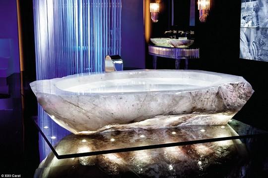 Bồn tắm sang trọng được sáng tạo bởi công ty Baldi Home Jewels.