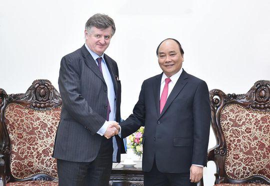 Thủ tướng Nguyễn Xuân Phúc tiếp Chủ tịch kiêm Tổng Giám đốc điều hành Tập đoàn Sân bay Paris Augustin de RomanetẢnh: QUANG HIẾU