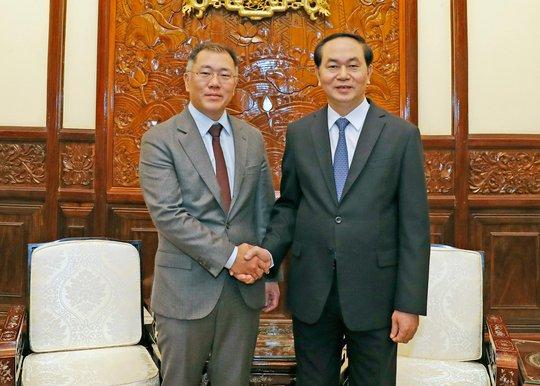 Chủ tịch nước Trần Đại Quang tiếp Phó Chủ tịch Tập đoàn Hyundai Motor Chung Eui-sun vào chiều 28-3 Ảnh: TTXVN