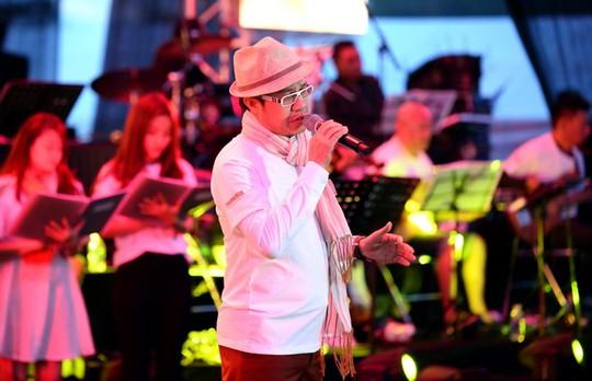 """Các ca sĩ thể hiện những nhạc phẩm nổi tiếng của Trịnh Công Sơn trong đêm nhạc """"Thư tình gửi một người"""" Ảnh: ĐÌNH THI"""