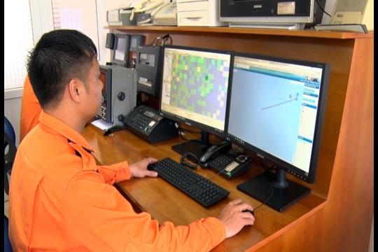 Nhân viên Trung tâm 3 đang tiếp nhận thông tin từ lực lượng cứu nạn