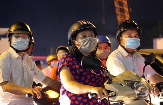 Người dân cho biết sau giờ làm việc họ lại khổ sở khi phải chịu cảnh kẹt xe hằng ngày khi đi qua khu vực các vòng xoay ở Gò Vấp
