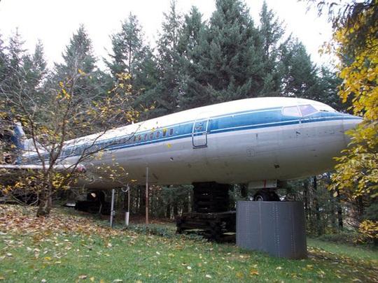 Khám phá ngôi nhà máy bay nằm giữa rừng ở Mỹ - Ảnh 2.