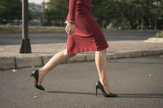 Phụ nữ đã được cảnh báo về những rủi ro khi mang giày cao gót trong thời gian dài.