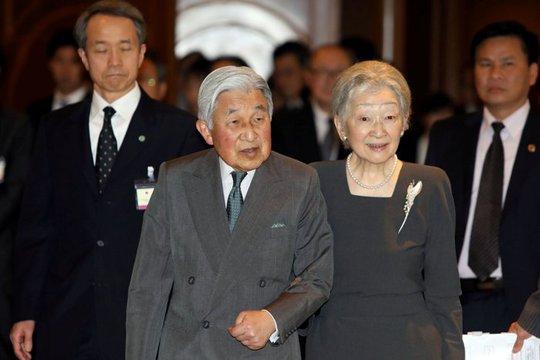 Nhật hoàng Akihito cùng Hoàng hậu Michiko đến buổi gặp gia đình các cựu binh Nhật Bản đang sống tại Việt Nam
