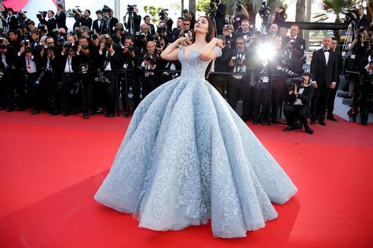 Mỹ nhân Aishwarya Rai lộng lẫy trên thảm đỏ Cannes - Ảnh 5.