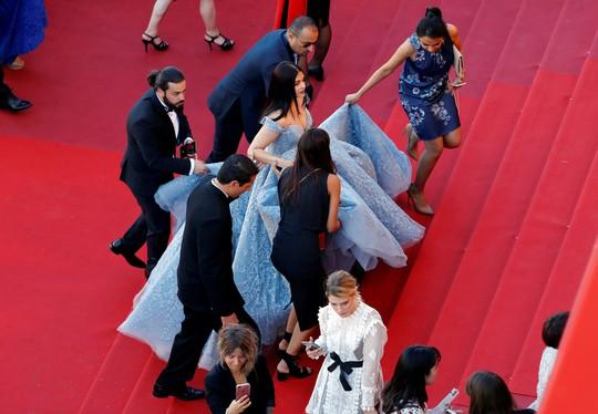 Mỹ nhân Aishwarya Rai lộng lẫy trên thảm đỏ Cannes - Ảnh 7.