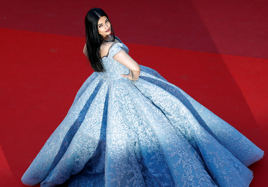 Mỹ nhân Aishwarya Rai lộng lẫy trên thảm đỏ Cannes - Ảnh 1.