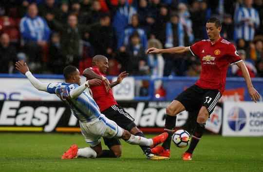 M.U thua sốc Huddersfield: Mourinho khẩu phục - Ảnh 1.