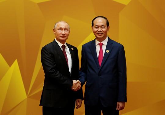 Chủ tịch nước đón Tổng thống Nga Vladimir Putin. Ảnh: Reuters
