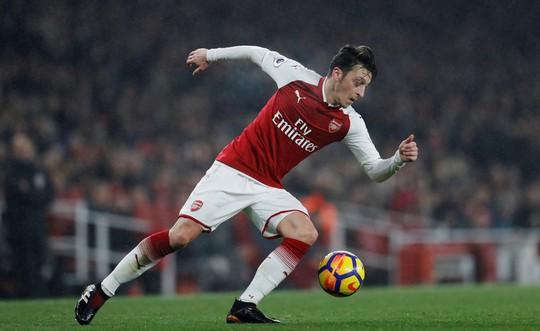 Arsenal với hy vọng mong manh giữ chân Mesut Ozil - Ảnh 2.