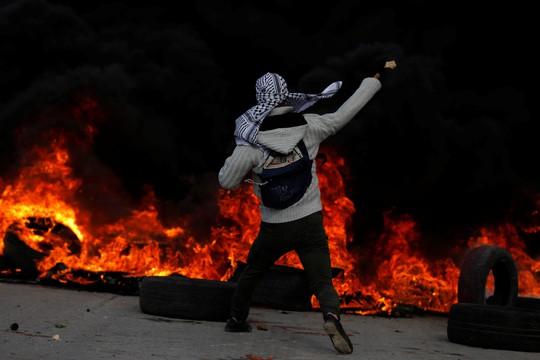 Vụ Jerusalem: Đạn lửa bùng cháy sau quyết định của ông Donald Trump - Ảnh 4.