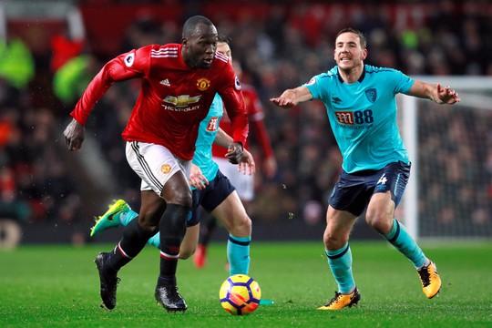 HLV Mourinho vẫn bình thản sau trận derby tai tiếng - Ảnh 3.