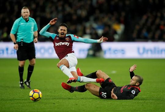 West Ham cầm hòa Arsenal, muốn giải cứu ngôi sao bị thất sủng - Ảnh 1.